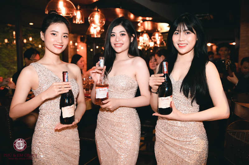 Tiệc Vang Pháp Sài Gòn